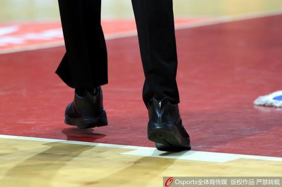 裁判穿着这双鞋执法