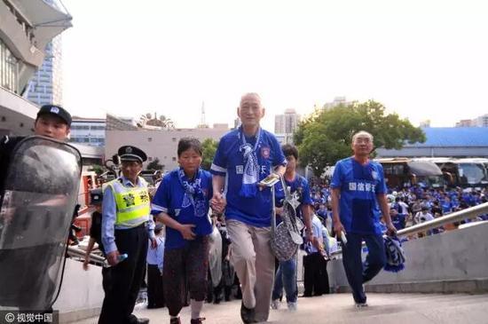 2014年前往上海绿地申花主场