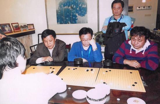 蔡建鹏指导朱玲珑、臧玉健、王国东,郑汉杰观战