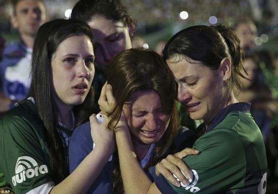 女球迷痛哭