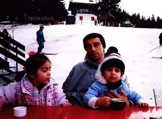 姆希塔良与姐姐和父亲在一起