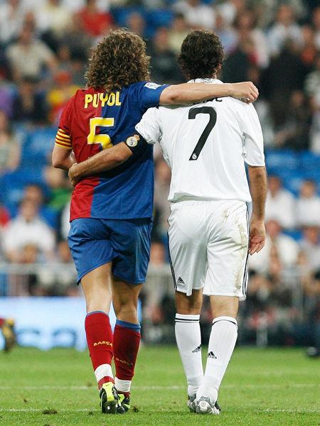 2009年5月2日,巴萨客场6-2击败皇马。赛后,普约尔劳尔两位队长相拥离场。