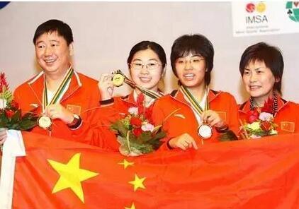 """当年带国家女队时,俞斌常叮嘱队员要""""心在棋上""""。"""