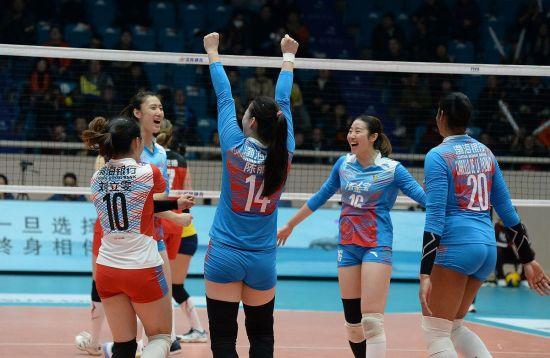 天津女排庆祝胜利