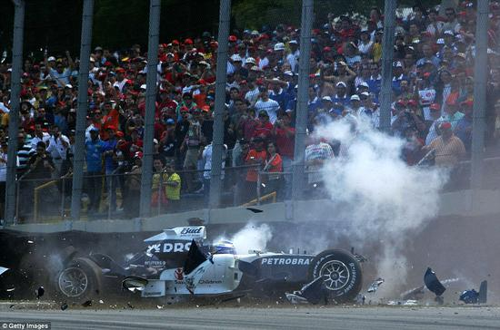 2006年10月罗斯伯格驾驶威廉姆斯战车在巴西英特拉格斯赛道出现撞车事故