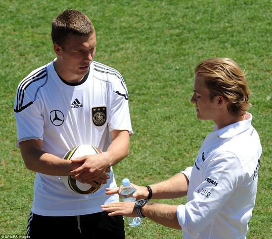 """2010年夏季训练营,""""球迷""""罗斯伯格与波多尔斯基在一起"""