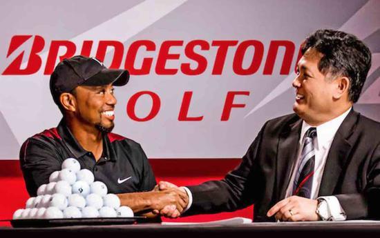 伍兹与普利司通高尔夫签约