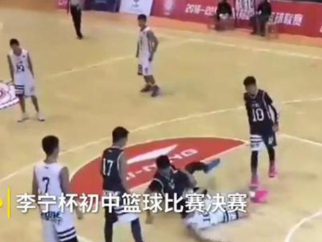 视频-武汉初中篮球赛家长群殴 特警出动才控制局面
