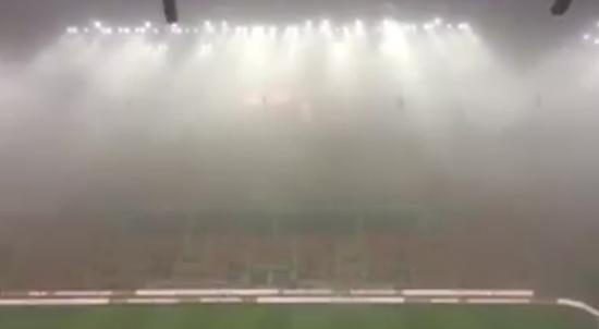 现场雾气很重