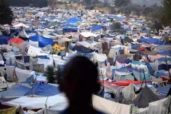 2010年海地地动,佩蒂翁维尔高尔夫球场成为紧迫流亡所