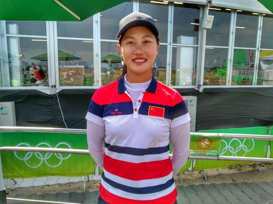赛后第一时间采访奥运一杆进洞的林希妤(图/李昕)