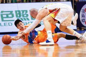 李慕豪22+6帕戈献绝杀 深圳103-101胜上海