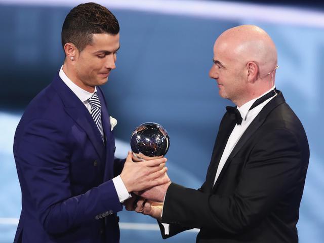 视频-2016FIFA颁奖礼 C罗4度加冕拉涅利最佳教练