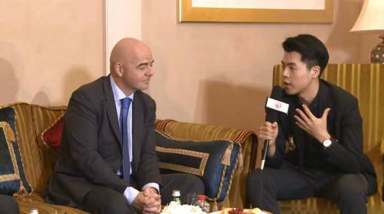 小伙伴梓泉此行采访了国际足球主席因凡蒂诺,也经历了与巴基斯坦摊贩的激烈对峙