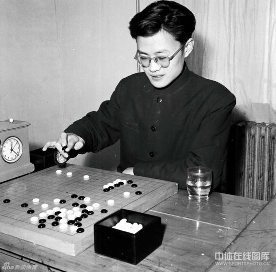 年轻时代的陈祖德
