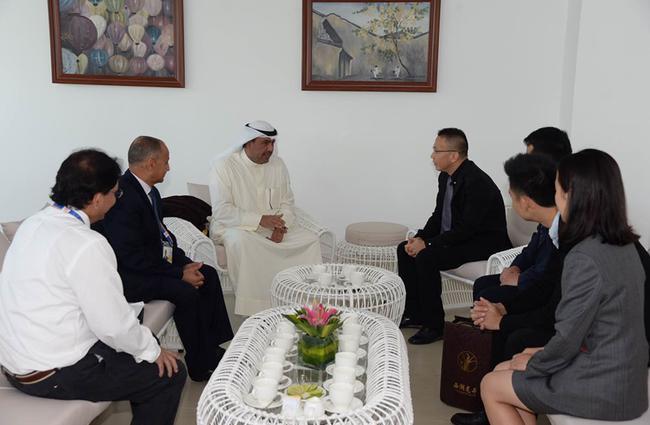 度势体育团队与亚奥理事会主席艾哈迈德·法赫德·萨巴赫亲王进行洽谈
