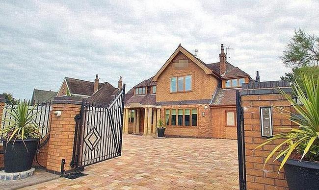 在利物浦的老房子一直卖不掉……