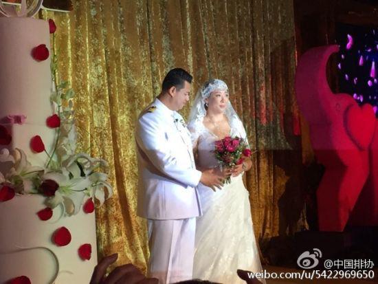 冯坤与加提蓬结婚