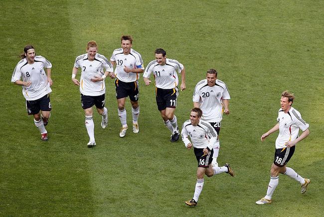 拉姆庆祝他对阵哥斯达黎加的进球