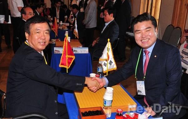 """元裕哲作为韩国国会棋友会会长,一直致力于""""围棋外交"""""""