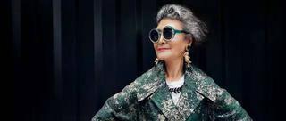 时尚潮人!73岁老奶奶穿旗袍爱骑马