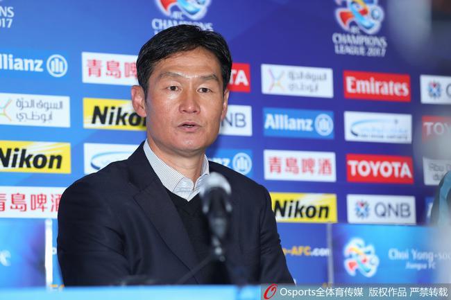 崔龙洙:客胜韩国因有关键球员 换下特谢拉因受伤