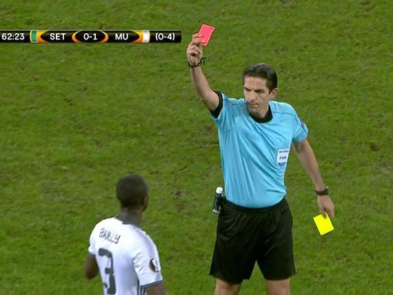 视频-曼联遭遇打击 拜利战术犯规两黄变一红下场