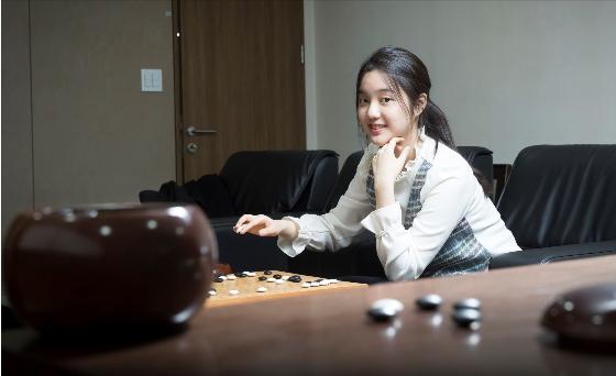 俞俐均在韩国棋院接受采访