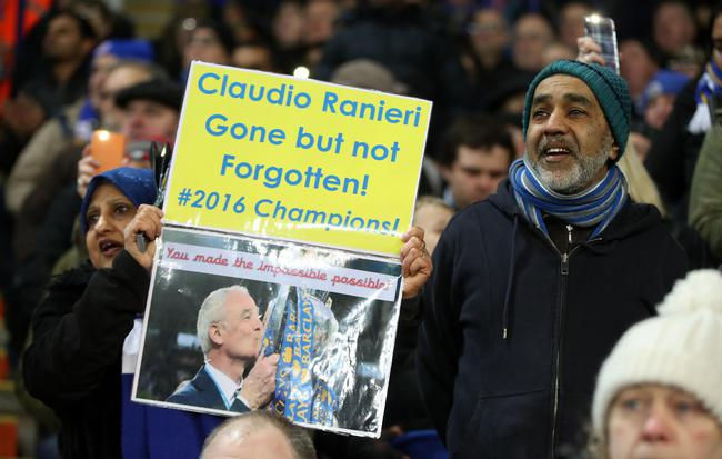 莱斯特城球迷打出标语支持拉涅利