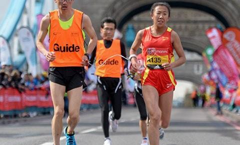 中国残疾人田径运动员。