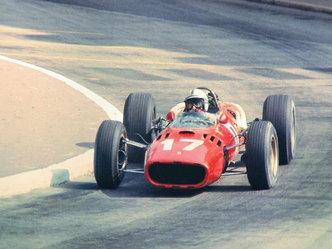 约翰-苏堤斯驾驶F1赛车