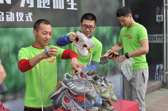 跑鞋捐献者荣誉瞬间