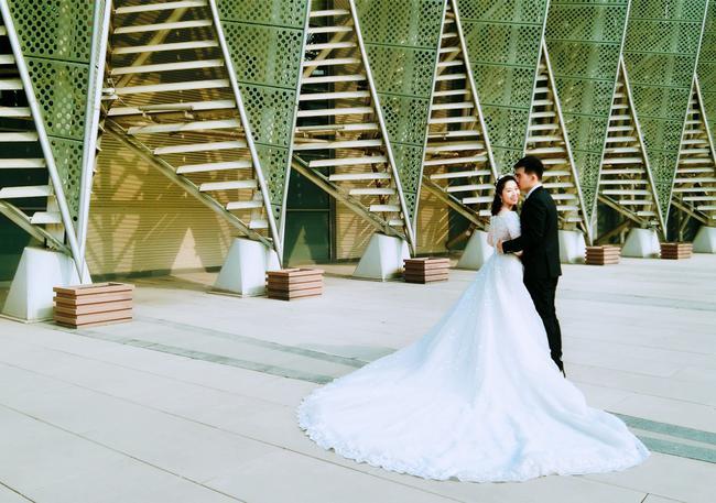 赵骏谷笑冰夫妻温馨写真