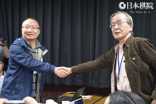 绝艺和DeepZenGo的开发者握手