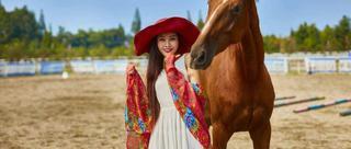 中传小美女长腿诱人爱骑马