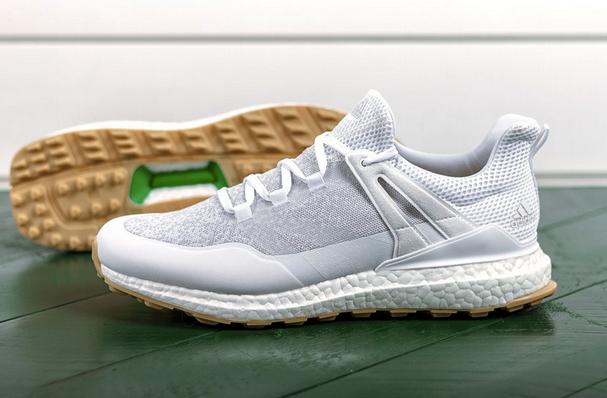鞋底的绿色凹陷部分体现的是包装三明治的绿色纸