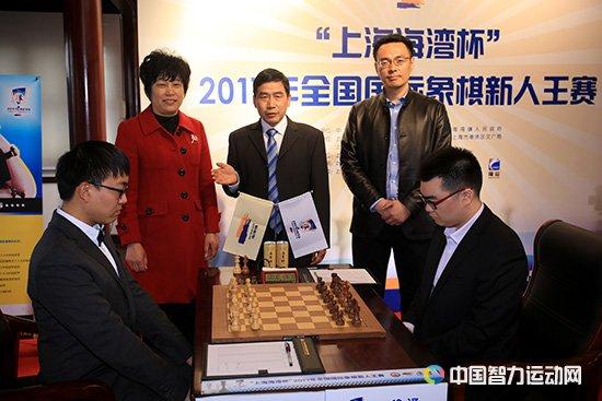 吴利春和副镇长王菊辉在赛场
