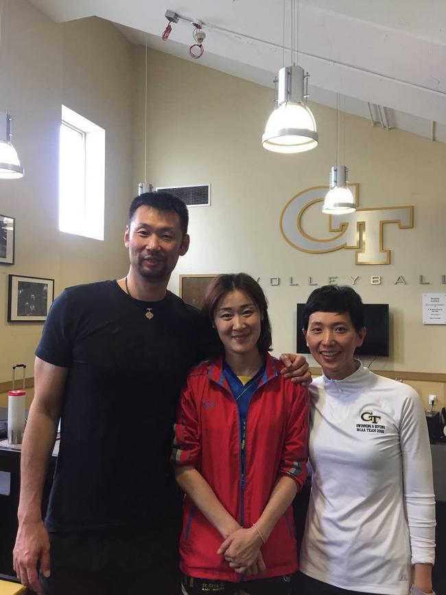 左起:前中国男排国手陈琦、北汽自由人王琳 、前中国游泳队运动员瞿韵