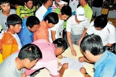 2014年美巡中国赛宣布之时,诸多中国球员联名请愿的场景