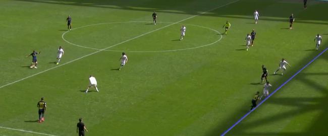 加利亚尔迪尼传球瞬间,坎德雷瓦位置图