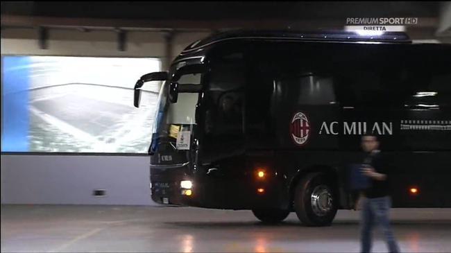 AC米兰队车抵达