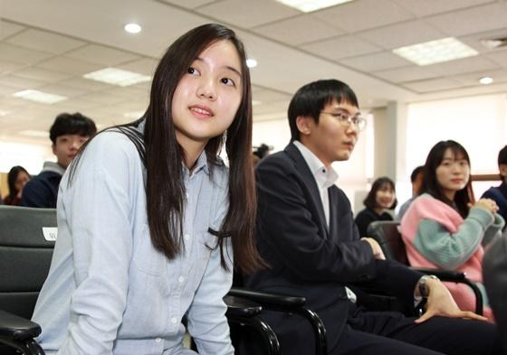 """朴廷桓和俞俐均组成""""国际搭档"""""""