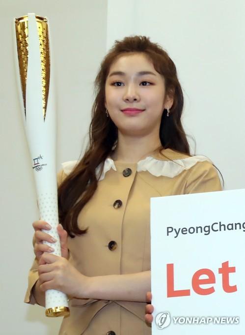 韩总统和文体界总动员为冬奥宣传助威