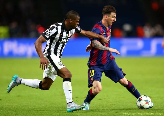 2015年决赛,梅西虽然没有进球,但表现抢眼率队获胜