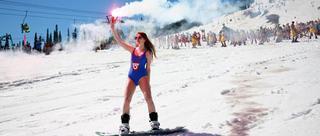 俄千人滑雪场面壮观