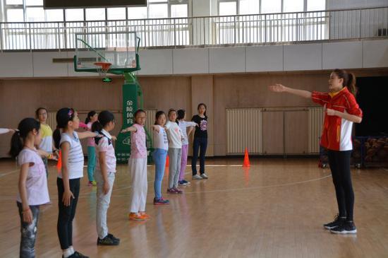 美女风暴许诺的美女竞技_新浪篮球国手_新浪练习跳舞故事房gif图片