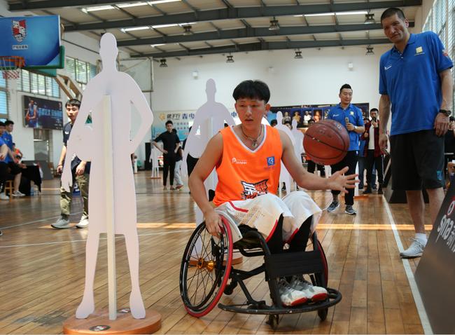 """他叫孟一帆,中国的""""大梦"""",意外的受伤让他坐在轮椅上,对篮球至死不渝的坚持又让他踏上了属于他的荣耀篮途!"""
