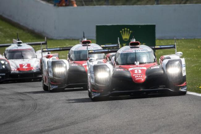 LMP1组获胜的丰田车队8号赛车