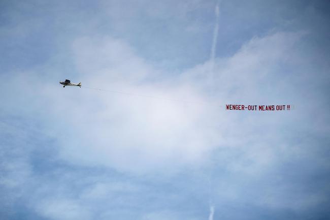 又见反温格飞机横幅