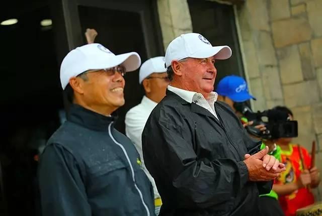 中国左手高尔夫联盟理事长姚文刚和世界左手高尔夫协会主席Richard Davison